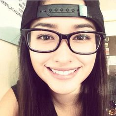 This is the lovely Liza Soberano smiling for the camera and wearing a baseball cap and eyeglasses for fashion purposes. Indeed, Liza is a very talented Kapamilya and a Star Magic talent, despite of him wearing eyeglasses for fashion. Lisa Soberano, Filipina Beauty, Star Magic, Simple Girl, Girls With Glasses, Celebs, Celebrities, Cute Woman, Woman Face