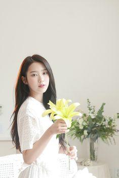 Oh My Girl Kpop girl group Jiho Kpop Girl Groups, Korean Girl Groups, Kpop Girls, Oh My Girl Jiho, Girls Season, Flower Tea, Girl Wallpaper, Jaehyun, South Korean Girls