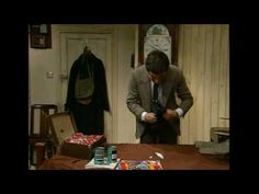 Quick Clip------Mr Bean - Packing for holiday---Mr Bean can't fit everything in his suitcase along with his tins of beans so comes up with ingenious ways of fitting things in. Classic clip from Mr Bean Rides Again. Learning Spanish For Kids, Teaching Spanish, Teaching English, Spanish Grammar, Spanish Lessons, Learn Spanish, Comedy Clips, Funny Video Clips, Education And Literacy