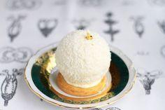 Пирожное-сфера из воздушной меренги с клубничным конфи и кремом шантильи на французском печенье собле. Это невероятно просто в приготовлении и невероятно вкусно! Самое замечательное, что заготовки можно приготовить заранее. Они не испортятся, даже если пролежат 10 дней! А собирается пирожное за…