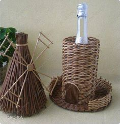 Recycled Paper Crafts, Newspaper Crafts, Book Crafts, Paper Basket Weaving, Willow Weaving, Bottle Art, Bottle Crafts, Diy Shadow Box, Magazine Crafts