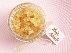 BEAUTE : Ma petite recette d'exfoliant pour lèvres H.S. | Beauty & Gibberish (cassonade + sucre blanc + miel + huile)