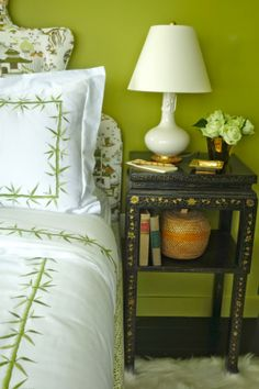 chic apple green Meg Braff room with chinoiserie accents and jazzy black side table Embroidered Bedding, Black Side Table, Green Rooms, Green Walls, Chinoiserie Chic, Small Space Living, Beautiful Bedrooms, House Colors, Decor Styles