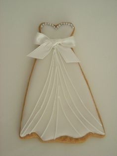 Wedding Dress Cookies for Bridal Shower! Tea Cookies, Galletas Cookies, Fancy Cookies, Biscuit Cookies, Cut Out Cookies, Cupcake Cookies, Cupcakes, Cake Pops, Wedding Dress Cookies