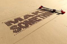 A Brilliant Self-Propelled Printed Robot That Rapidly Writes Letters and Phrases Onto Sand Spanish engineer Ivan Miranda has created a brilliant, self-propelled, printed, programmable robot that. Super Mario Bros, 3d Printed Robot, Sand Drawing, Machine Cnc, Programmable Robot, Gravure Laser, Drawing Machine, Gadgets, Messages
