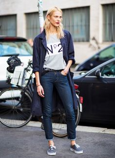 Casual: Graphic tee + dark jeans + trench coat + sneakers