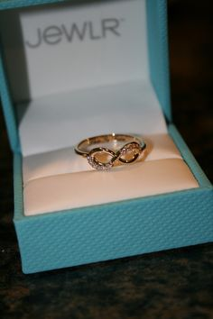 Simple for a promise ring Infinity ring. Simple for a promise ri. Simple for a promise ring Infinity ring. Simple for a promise ring Gold Jewelry Simple, Gold Rings Jewelry, Jewelry Design Earrings, Gold Earrings Designs, Hand Jewelry, Stylish Jewelry, Cute Jewelry, Jewlery, Stylish Rings