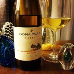 Doña Paula Estate Riesling 2015. Um Risoto de Shimeji leve e aromático pediu um vinho como este. Aromático, brilhante e interessante. No nariz uma presença marcante de abacaxi, mas não é um vinho tão cítrico. Na boca elegância e untuosidade.  Conheça www.vivaovinho.com.br/  #vinho #vivaovinho #winelovers #dicasdevinhos #wine #winetasting #vinicola #winery #adega #degustação #winetips #fotooficialvov #argentina #vinhoargentino #riesling…