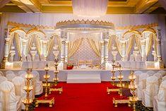 Love this open concept mandap Hindu Wedding Ceremony, Wedding Mandap, Temple Wedding, Wedding Stage, Dream Wedding, Indian Wedding Planner, Indian Wedding Photos, Wedding Hall Decorations, Marriage Decoration