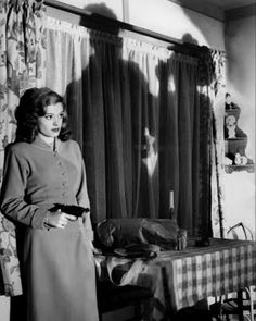 Google Image Result for http://www.thecaptainsmemos.com/wp-content/uploads/2010/06/Jane_Greer_Out_of_the_Past_1947.jpg