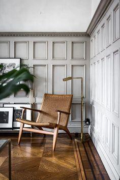 CH25 armchair by Hans J. Wegner from Carl Hansen & Søn | Inredningshjälpen » Veckans Hemnet-span Villagatan 4 #InteriorBifoldDoors