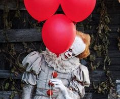 I think this image is adorable ❤️ #Pennywise #IT2017 #BillSkarsgård