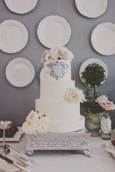 cake w/ monogram by Michele Coulon Dessertier via http://su.pr/33HAlM
