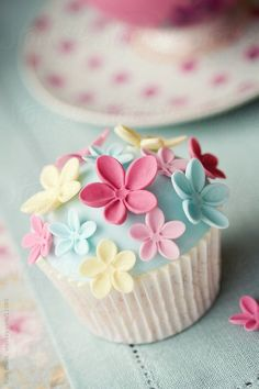 Sweet Little Cupcake by Ruth Black ~ Spring cupcake decorating inspiration.