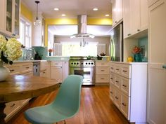 DP_Fiorella-Design-Yellow-Kitchen-Blue-Tile-2