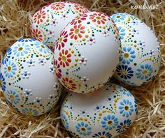 to je jaro . Easter Eggs Kids, Ukrainian Easter Eggs, Easter Egg Crafts, Easter Projects, Easter Art, Egg Shell Art, Carved Eggs, Easter Egg Designs, Diy Ostern