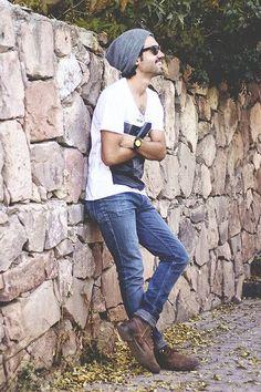 Calça Skinny masculina, camiseta e bota