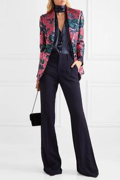 To look cute and stylish for going work in the fall, you should choose outfit appropriately. Here are some latest fashion trends to wear at work in fall. Suit Fashion, Fashion Outfits, Ashley Clothes, Gucci Suit, Suits For Women, Clothes For Women, Turtleneck Outfit, Mode Costume, Gucci Floral