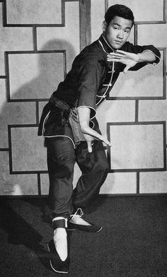 Bruce Lee practising Jeet Kune Do. Brandon Lee, Bruce Lee Frases, Bruce Lee Quotes, Kung Fu, Bruce Lee Martial Arts, Mixed Martial Arts, Wing Chun, Ben Bruce, Jeet Kune Do