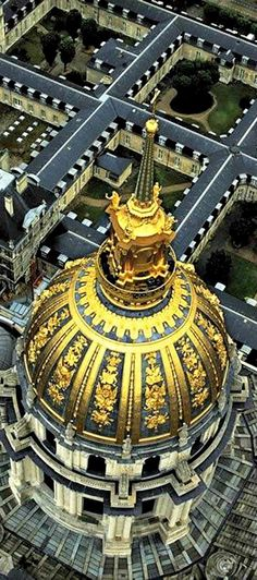 #French #Architecture - Dome des Invalides, Paris, France. Subcribe to the Talk in french newsletter today. https://www.talkinfrench.com/signup-newsletter
