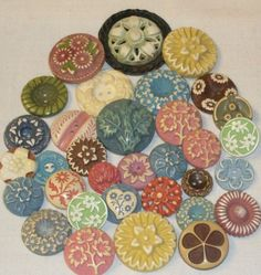 PRETTY LOT 33 FLOWER BUFFED CELLULOID REALISTIC BUTTONS PASTELS