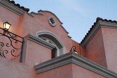 CASA TRADICIONAL: Casas de estilo Colonial por ALVARENGA+LLACAY arquitectos