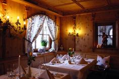 Gemütlich & festlich dekoriert ... Chandelier, Ceiling Lights, Lighting, Home Decor, Decorating, Homemade Home Decor, Candelabra, Ceiling Light Fixtures, Ceiling Lamp