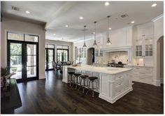 Kitchen & dining room, black trimmed door?