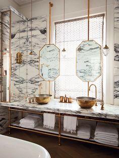 洗面所の窓と鏡の関係