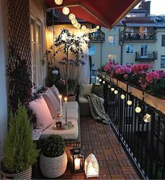 Teras veya balkonlarınızı, saksılar ve sallanan dekoratif aydınlatmalarla bahara hazırlayabilirsiniz. @parvinsharifi You can prepare your…