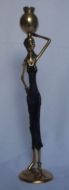 Bronzen beeld van vrouw met kruik - 21e eeuw