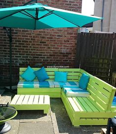 This backyard sitting arrangement will surely brighten up your backyard's dull and boring theme. This light neon green is best to enjoy great time with friends. Blue is giving a fresh feel to the arrangement. The couch is simple yet interesting.