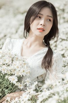 Beauty Art, Hair Beauty, Japanese Short Hair, Korean Photography, Asian Angels, Girls With Flowers, Asian Cute, Graduation Pictures, Poker Online