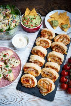 24 przekąski na sylwestra – lista z przepisami! Feta, Best Appetizers, Food Lists, Cheddar, Ham, Buffet, Sausage, Catering, Food And Drink