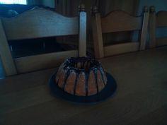 Ik heb een tulband gemaakt met mokkamouse erin van @zoetrecepten. Sorry voor belichting Cake, Desserts, Food, Home Decor, Tailgate Desserts, Deserts, Decoration Home, Room Decor, Food Cakes