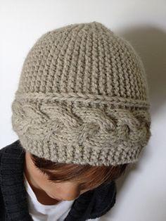 Un bonnet avec une torsade nattée, comme une petite parure…
