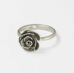 Anello con rosellina in argento