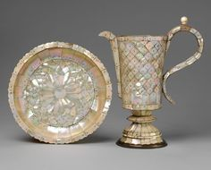 Salver and ewer, 1600-1625, India (Gujarat), mother-of-pearl on metal frame.   © Victoria and Albert Museum, London