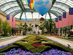 My FAV free thing to do in Vegas....Within the walls of the Bellagio casino sits a surprisingly peaceful green space -- the Bellagio Conservatory.