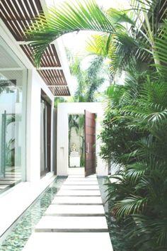 Inspiring Pebble Garden To Add Sweetness Around Your House Villa Design, House Design, Casa Patio, Backyard Patio, Design Exterior, Interior And Exterior, Bali Villa, Pebble Garden, Tree Bed