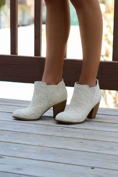 SZ 7.5 NOT RATED Hamilton Cream Lace Booties - Amazing Lace