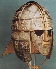 TRconstruction of This Anglo-Saxon helmet was found amongst other treasure under a burial mound at Sutton Hoo in England fifty years ago. Anglo Saxon History, British History, Ancient History, Ancient Armor, Medieval Armor, Anglo Saxão, Sutton Hoo, Germanic Tribes, Medieval World