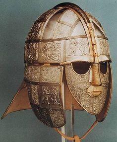 Anglo saksische helm; de Sutton Hoo helm. Een stuk vroeg middeleeuwse high-tech van pak'em beet 1500 jaar terug. Echt handwerk zoals dat toen gemaakt werd.