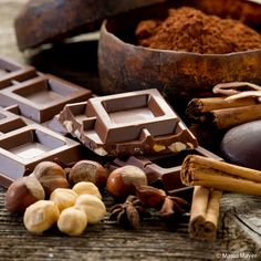 38% of French people eat #chocolate everyday. Their favourite chocolate is the #darkvariety and women are bigger #chocoholics than men!  #LoveChocolate
