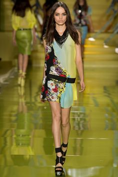 Versace Spring 2014 Ready-to-Wear Fashion Show - Luma Grothe