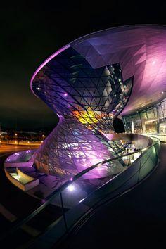Carácter, color y clase en el edificio BMW Munich on Behance