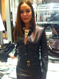 Do you really love a leather look? Pair a black veggie leather skirt with a matching shirt. Black Leather Skirts, Leather Dresses, Leather Tops, Leder Outfits, Satin Blouses, Fashion Outfits, Womens Fashion, Leather Fashion, Prada