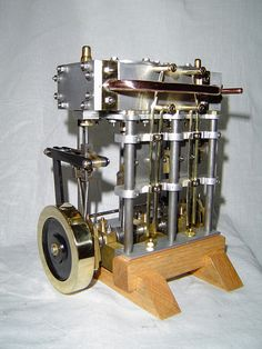 Marine Compound Steam Engine - built from barstock with Stephenson linkage reversing gear. Based on a design by Rudy Kouhoupt. Old Technology, Science And Technology, Hydrogen Engine, Stirling Engine, Steam Boats, Magnetic Motor, Motor Engine, Old Tractors, Small Engine