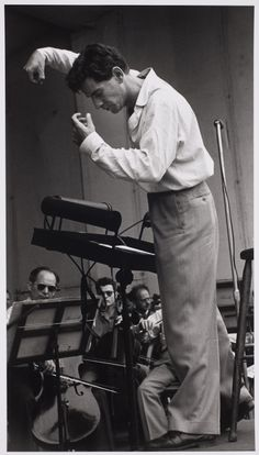 Leonard Bernstein rehearsing the New York City Symphony (which offered more modern music and cheaper tickets than the Philharmonic) in New York, photo by Ruth Orkin West Side Story, Jazz, Music Love, My Music, Reggae Music, Classical Music Composers, Leonard Bernstein, Pop Rock, Partition