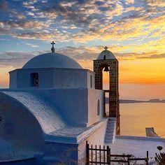 """Have a nice evening✨✨ Sea Level, Greek Islands, Greece Travel, Taj Mahal, Beautiful Places, Visit Greece, Castle, Sunset Colors, Building"